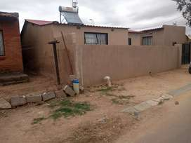 HOUSE FOR SALE IN IVORY APRK