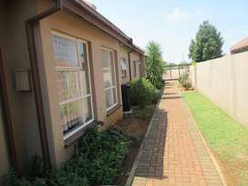 Upcoming Auction: Comfortable 2 bedroom townhouse unit in Glen Marais