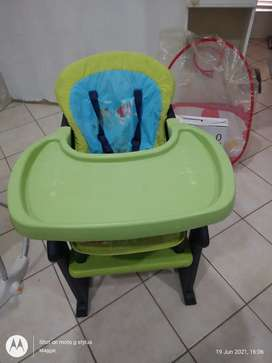 Baby hi-chair with eating tray