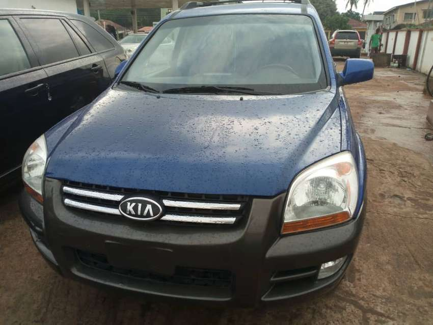 Foreign used kia sportage SUV going for a cheap price 0
