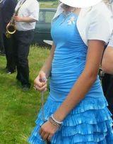 Niebieska sukienka na wesele, studniówkę.