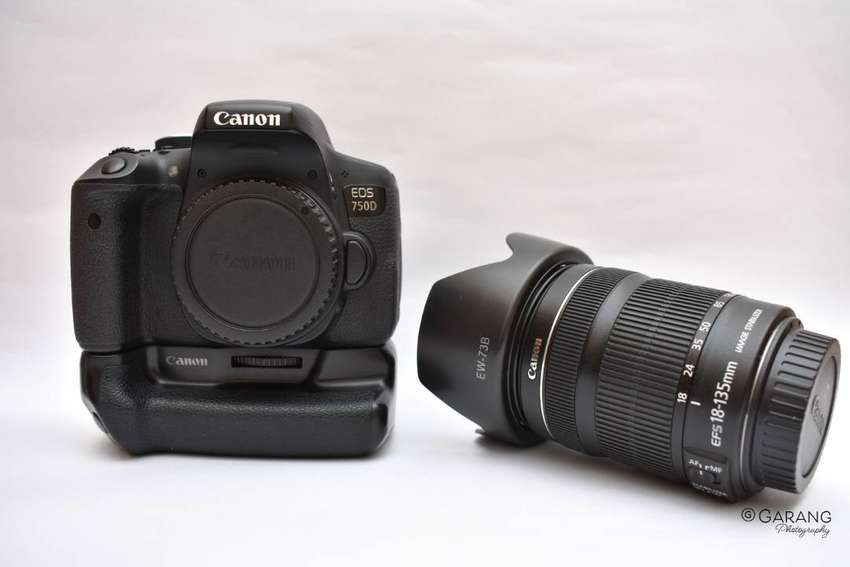 Canon 750D with 18-135mm STM 3.5-5.6 and battery grip 0