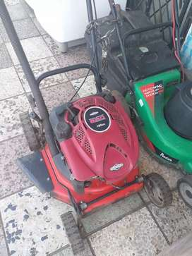 190cc Briggs and Stratton 4 Stroke lawnmower