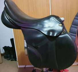 Jumping Saddle in excellent condition for sale!!