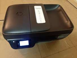HP Deskjet wireless Ink printer ,fax, scan and copy.R600 (Negotiable)
