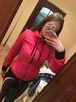 Продам модную малиновую весеннюю женскую куртку 36 размера (s)