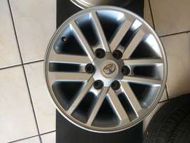 Toyota hilux 17inch mag set very clean available