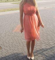 Sukienka na wesele zwiewna lekka kolor brzoskwiniowy