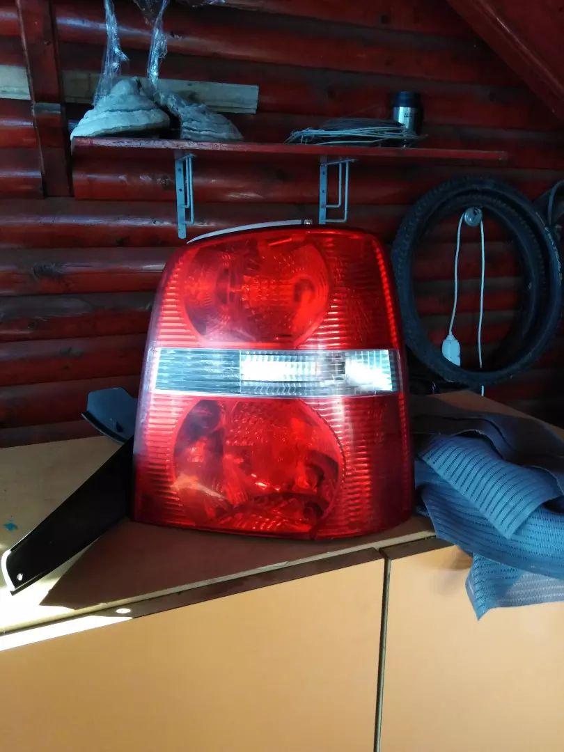 VW touran zadnja desna luč 0