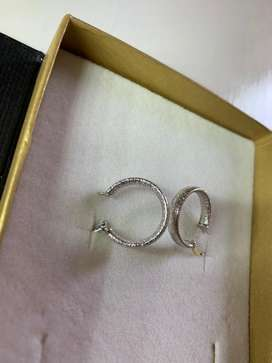 9ct while gold earrings never worn