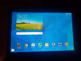 Samsung Galaxy Tab4 with cracked screen