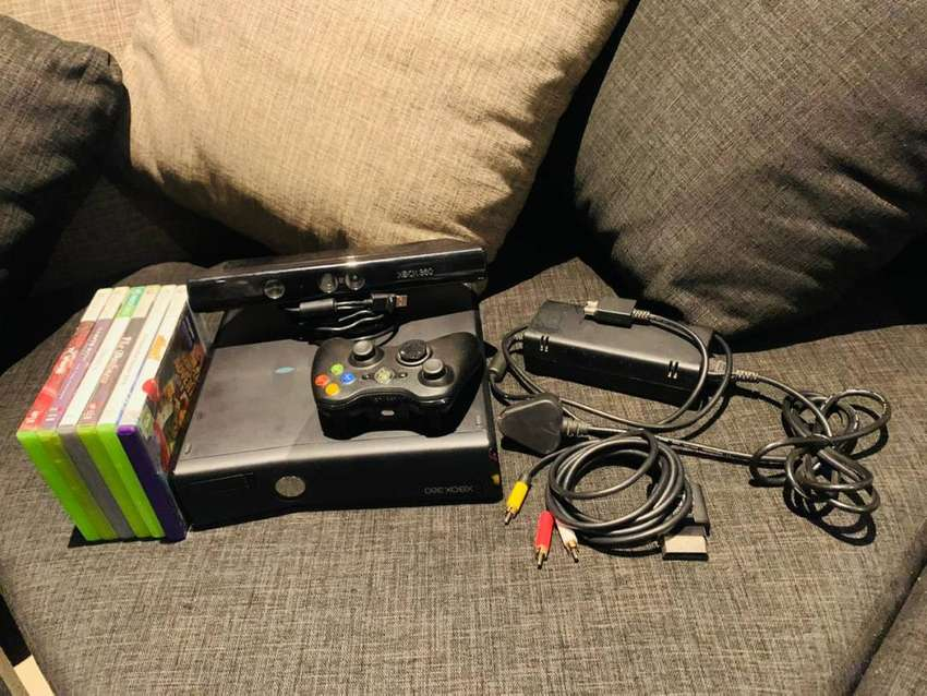 Black Xbox 360, one controller, kinect and 6 games 0