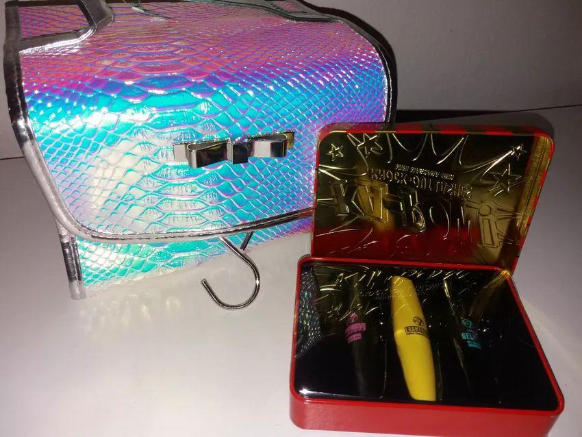 Kosmetická taška + sada řasenek 0