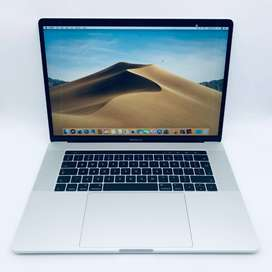 Apple MacBook Pro 15-inch 2.6GHz Quad-Core i7 (Touch Bar, 256GB.