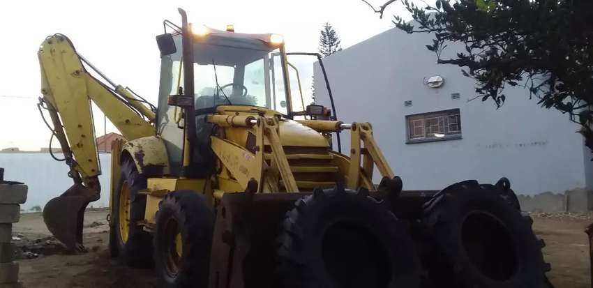 Komatsu WB93R-2 TLB for SALE (price negotiable on serious buyers)
