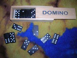 nowe domino w drewnianym pudełku