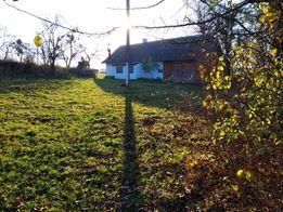 Земельна ділянка з будиночком і садом