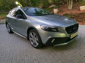 Volvo v40 crosscountry excellent condition