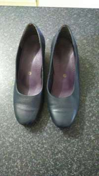 Image of Green Cross Court Shoes