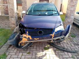 Selling  an accident damaged Cross polo 2009 model.