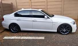 2011 BMW 323i SPORTS Automatic 2.5L in best condition for sale