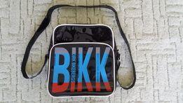 Torba czarna torebka na ramię do szkoły na wycieczkę.