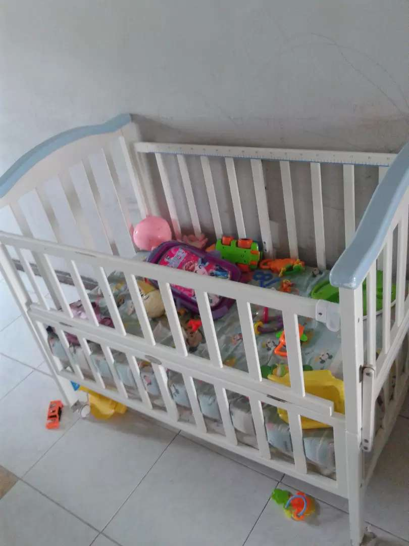 Baby cot for sale 0