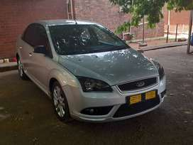 Ford focus 2.0 spacious vehicle for family full service history,