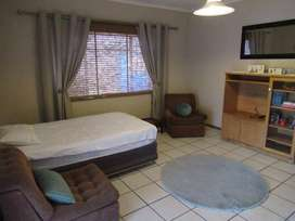 Student bachelors flat for rent (In Pretoria North)