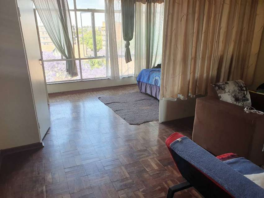 Furnished Bachelor apartment in Arcadia 0