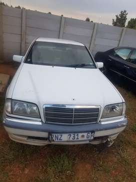 Mercedes Benz w202  C240 stripping for spares