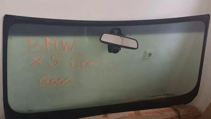BMW X5 r.2009 čelní sklo 0