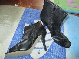 Buty na obcasie czarne rozm. 40 bez palców
