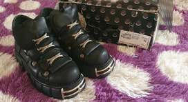 New Rock 106-E2 Black Leather Boots