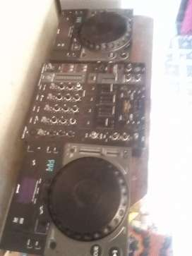 Selling Gemini cdjs 203 cd player not usb (without mixer)