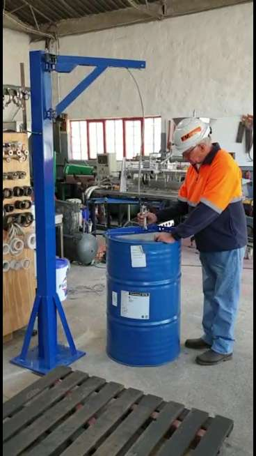 Barrel hoist for empty 200 liter containers 0