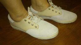 Продам OЧЕНЬ ДЕШЕВО оригинальные женские кроссовки Тимберленд.