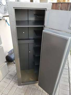 We BUY used second hand rifle /gun safes
