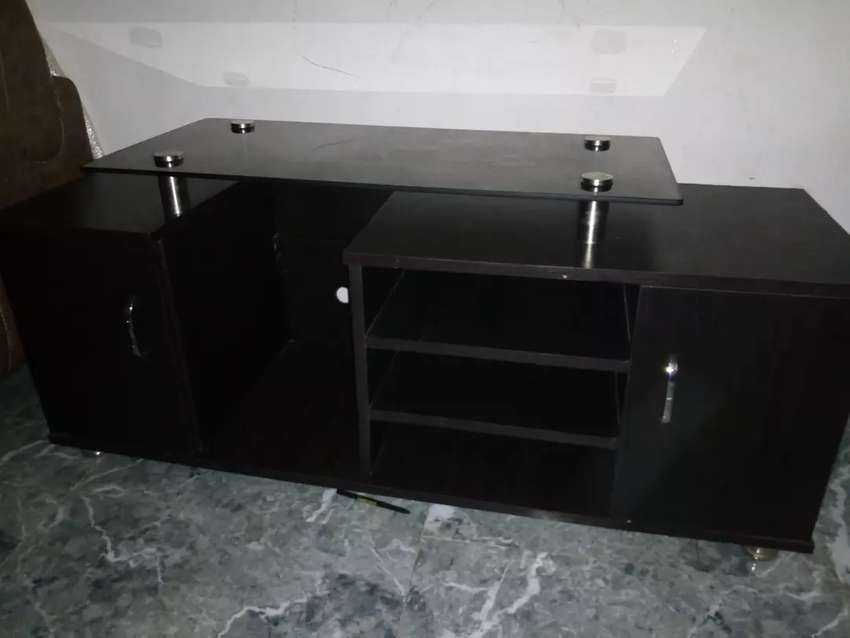 Very clean TV stand 0