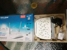 TP-LINK 4-Port Wireless ADSL2  Router