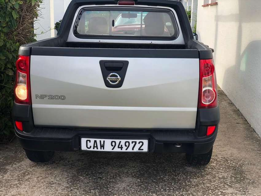 Nissan np200 Tailgate Silver 0