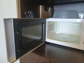 Russell Hobbs microwave for R1000