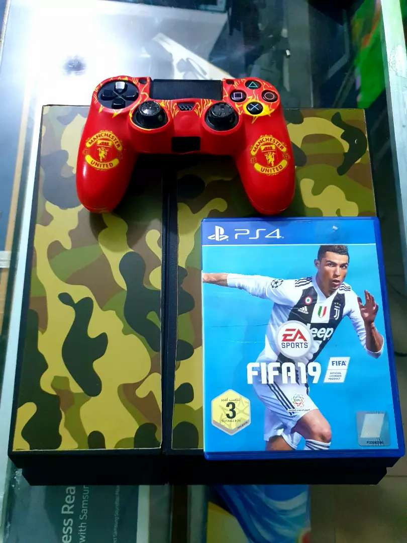 Ps4 with fifa 19 and 2 controllers 0