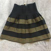 Красивая бандажная чёрная юбка с золотистыми пайетками