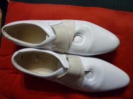 Модные белые туфли натуральная кожа