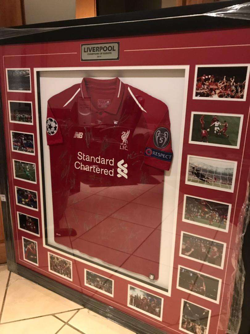 SIGNED LIVERPOOL JERSEY 0