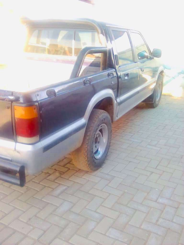 2000 Ford Double Cab Courier