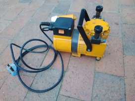 Hand-Held Diaphragm Pump / Air Compressor