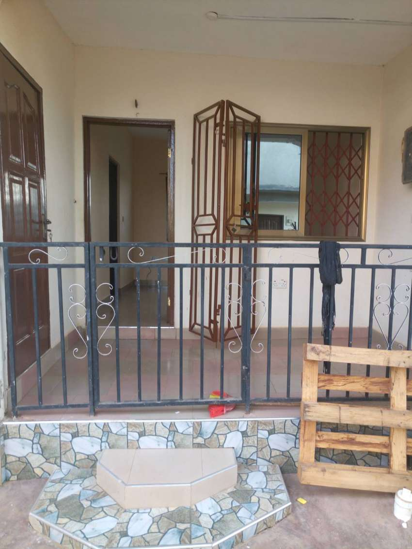 Single room self contain at Malejor close to valley University 0