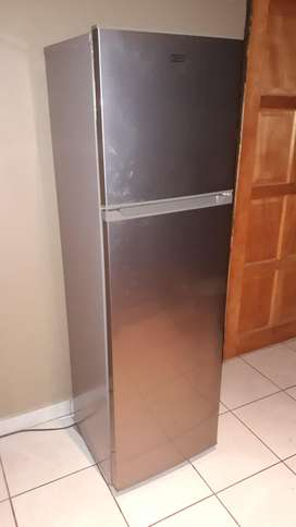 Defy D200 top freezer fridge for sale (excellent condition)